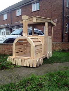 Pallet Wood Train Engine / Playhouse | 101 Pallet Ideas