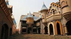 O Wonderland prometia ser o maior parque temático da Ásia, mas acabou abandonado nos arredores de Pequim, China