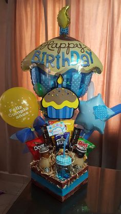 New Birthday Gifts Sorprise Box Ideas Birthday Box, Mom Birthday Gift, Birthday Parties, Birthday Presents For Him, Balloon Gift, Surprise Box, Chocolate Bouquet, Candy Bouquet, Crochet Flower Patterns