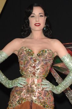 Close up of one of my favourite Dita-stage outfits. The seed beading, sequins & rhinestones are lush. And I simply love the combination of peach, mint and eggplant (the skirt, which isn´t seen in this picture is eggplant/plum coloured)