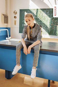 CLASSIC KID! #retour #meisjes #kindermode #girlslook #broek #vest #school #kids #classic Kid Styles, Zara, Hipster, Jeans, Classic, Outfits, Shopping, Fashion, De Stijl