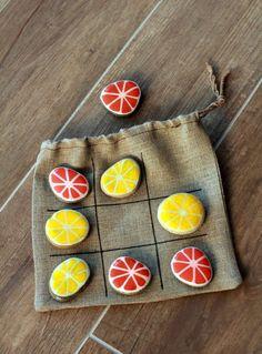 Tuto DIY Comment créer un jeu de morpions orange et citron avec des galets