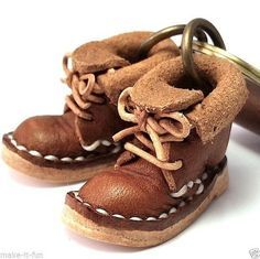 BROWN MINIATURE SHOES GENUINE LEATHER KEYCHAIN RING DWARF BOOTS HANDMADE (08/01/2015)