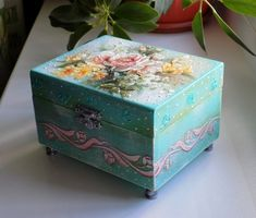 Международный университет декупажа Vintage Crafts, Vintage Wood, Painted Boxes, Wooden Boxes, Decoupage Box, Jewellery Boxes, Wedding Tattoos, Crafty Craft, Trinket Boxes