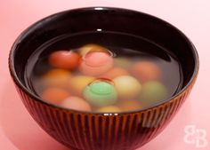 Tang yuan (glutinous rice balls) - One of my favorite things to eat in the wintertime... :) Never had ones will filling though.