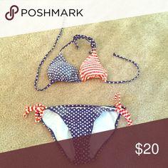Old Navy Swimsuit Cute bikini! Like new, barely worn! Size Small top/bottom Old Navy Swim Bikinis