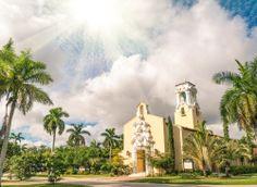 Iglesia Congregacional de #CoralGables en #Miami. En esta ciudad, además de increíbles playas tropicales, hay cientos de opciones para admirar recorriendo sus cálidas callecitas.  http://www.bestday.com.mx/Miami-area-Florida/Atracciones/