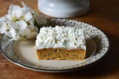 Jeg havde sådan lyst til gulerodskage igår, så denne lækre, saftig og svampede kage blev bagt igår. Udover at være uden fedtstof, sukker, så er kagen også 100 % fuldkorn, da den er bagt med Hvid hv…