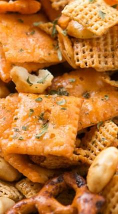 Ranch Slow Cooker Chex Mix (It was OK- couldn't taste the ranch) Slow Cooker Recipes, Crockpot Recipes, Cooking Recipes, Yummy Snacks, Healthy Snacks, Yummy Food, Appetizer Recipes, Snack Recipes, Detox Recipes