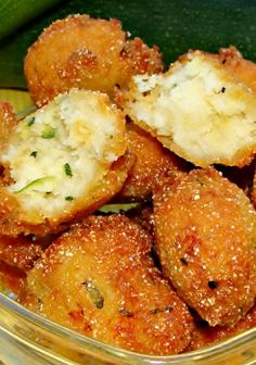Snacks ~ These Zucchini Hushpuppies from Juggling Act Mama are an easy way to get your family to eat their veggies! Vegetable Recipes, Vegetarian Recipes, Cooking Recipes, Healthy Recipes, Poulet Hasselback, Zucchini Zoodles, Hush Puppies Recipe, Appetizer Recipes, Appetizers