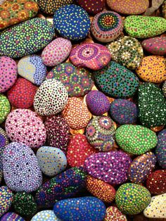 Rocks painted with acrylic paint the spray painted with a clear gloss. - Rocks painted with acrylic paint the spray painted with a clear gloss. Seashell Painting, Pebble Painting, Dot Painting, Pebble Art, Stone Painting, Mandala Painted Rocks, Painted Rocks Craft, Mandala Rocks, Mandala Art
