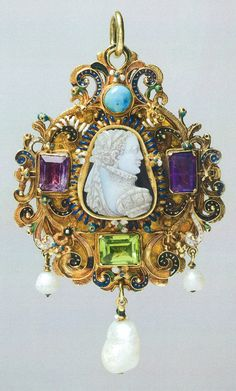 Gem-set gold pendant, c. 1570. Gold pendant enclosing triangular shaped cameo of an illustrious lady. Possibly Mary Queen of Scots in enamelled scroll border set with four stones the back similarly decorated with three pendant baroque pearls some stones replaced c. 1720. It was given by Queen Mary to Thomas Howard 4th Duke of Norfolk then by descent. © The Portland Collection