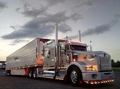 Whos shutting down and whos running tonight? Show Trucks, Big Rig Trucks, Pickup Trucks, Kenworth T800, Peterbilt Trucks, Customised Trucks, Custom Trucks, Day Runner, Truck Paint