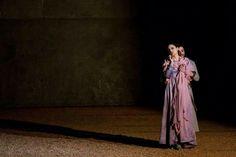 Nabucco di G.Verdi Regia Andrea Cigni Scene Emanuele Sinisi Costumi Simona Morresi Luci Fiammetta Baldiserri Teatro Ponchielli ,Cremona 2014