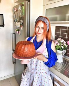 Ah Çorlu olduğum zaman ne çok kek yaparmışım 🙈 Çok soran oluyor havuç… Oh, when I was in Çorlu, what would I do with a lot of cakes? I'm asking a lot about the recipe of the carrot-cinnamon cake, but I wonder if I'm going to go before the recipe. Homemade Desserts, Easy Cake Recipes, Cookie Desserts, Dessert Recipes, Turkish Pastry Recipe, Turkish Recipes, Cinnamon Cake, Food Platters, Dessert Drinks
