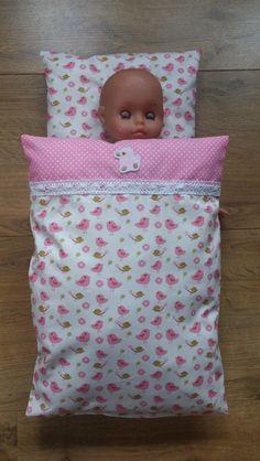Puppenbettwäsche von * Creative Happiness * auf DaWanda.com Baby Born Clothes, Doll Quilt, Doll Bedding, Diy Bebe, Doll Beds, Baby Alive, Bitty Baby, Doll Clothes Patterns, Diy Doll