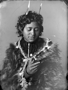 Carte de visite portrait of Ruruhira, a Maori woman from the Hawkes Bay district, taken, probably in the by Samuel Carnell of Napier. She is looking at a cabinet card photograph common in that decade. Nz History, Black History, Maori Art, Thai Tattoo, Maori Tattoos, Skull Tattoos, Tribal Tattoos, Sleeve Tattoos, Polynesian People