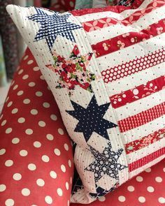 Super-Easy DIY Pillow Covers in less than 15 minutes! I'm serious - even if you can't sew, you can make these pillow covers! Blue Quilts, Star Quilts, Mini Quilts, Quilt Blocks, Quilt Of Valor, Patriotic Quilts, Quilt Binding, Sewing Pillows, Quilted Wall Hangings