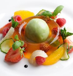 Josh Eggleton's stunning Pimm's jelly recipe certainly packs a punch as it contains gin. Served with a light cucumber sorbet and poached strawberries, this is the definitive summertime dessert. Cucumber Recipes, Jelly Recipes, Vodka Recipes, Healthy Recipes, Alcoholic Drinks To Make, Just Desserts, Dessert Recipes, Jelly Desserts, Creative Desserts