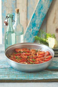 Kouzlo Středomoří: zralá rajčata, aromatické bylinky a křupavá zelenina. Podlehnout je tak snadné... Vegan Menu, Curry, Ethnic Recipes, Food, Gratin, Curries, Essen, Meals, Yemek