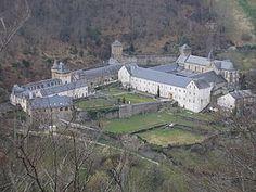 Vue aérienne de l'abbaye Notre-Dame de Bonneval C'est une abbaye cistercienne fondée en 1147, située sur la commune française du Cayrol dans le département de l'Aveyron,
