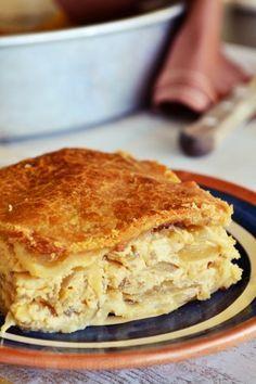 Traditional onion pie from Folegandros island Greek Recipes, Pie Recipes, Cooking Recipes, Recipies, Greek Pita, Greek Pastries, Quiche, Good Food, Yummy Food