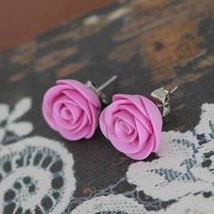 Romantic earrings with hand made roses of fimo polymer clay.