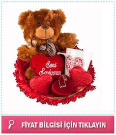 """Altın Kolyeli Sevgili Sepeti-Göze oldukça hoş gelen bir hasır sepet içerisine konulmuş muhteşem bir hediye sepeti karşınızda. Kolye, Peluş Ayıcık, """"Seni Seviyorum"""" yazılı minik kalp yastık, çikolata ve porselen kupa bardak bu hediye sepeti içerisine bulunuyor."""