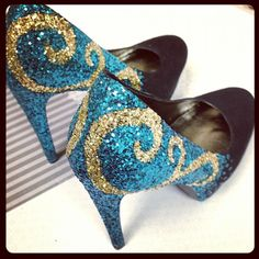 Ready for #party? #upcycle a pair of shoes with #glitter!