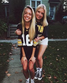 University of Iowa Love My Best Friend, Best Friend Goals, Best Friends, College Game Days, College Years, College Life, Insta Goals, Bff Goals, Tailgate Outfit