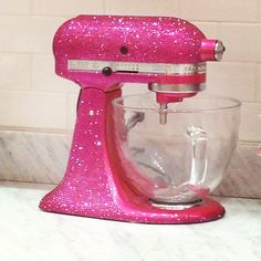 Pink rhinestone Kitchen Aid at Seriously need one of these! Ice Cream Pink, Georgetown Cupcakes, Stylish Home Decor, Good Housekeeping, Mixers, Kitchen Aid Mixer, Kitchen Gadgets, Cool Kitchens, Glitters