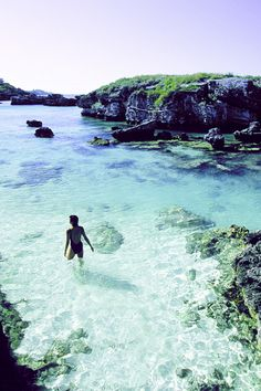 Tobacco Bay, Bermuda...oh, what I'd give to be in these beautiful, crystalline waters....
