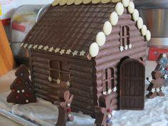 chocolate house Chocolate House, Chocolate Chocolate, How To Make Chocolate, Chocolate Lovers, Christmas Houses, Christmas Treats, Christmas Baking, Gingerbread Cake, Gingerbread Houses