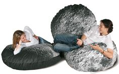 Are you interested in our moon pod merowings ? With our soft furniture bean bag pouf you need look no further. Pouf Design, Decoration Originale, Bean Bag Chair, Moon, Shopping, Furniture, Collection, Round Balloons, Floor Cushions
