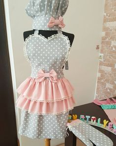 Sewing Aprons, Sewing Clothes, Diy Clothes, Baby Sewing Projects, Sewing Hacks, Bridal Undergarments, Apron Designs, Cute Aprons, Aprons Vintage