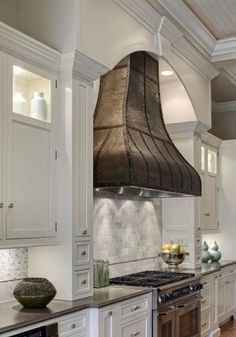 Traditional country kitchens are a design option that is often referred to as being timeless. Over the years, many people have found a traditional country kitchen design is just what they desire so they feel more at home in their kitchen. Home Decor Kitchen, Country Kitchen, Home Kitchens, Kitchen Design, Dream Kitchens, Rustic Kitchen, Kitchen Interior, Kitchen Hoods, Kitchen Ranges