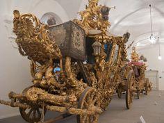 I think this is the carriage of the King of Prussia.  Carrosse d'apparat Le Marstallmuseum, situé dans les anciennes écuries du Palais de Nymphenburg, renferme une collection de traîneaux et de carrosses avec des ensembles complets de harnachements d'apparat des chevaux. Ici, un carrosse d'apparat du pur style rococo, appartenant à Ludwig II, le roi solitaire qui fit construire le château de Neuschwanstein.
