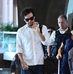 Wagner Moura é assediado por fãs no aeroporto do Rio de Janeiro - http://celegram.com.br/wagner-moura-e-acediado-por-fas-no-aeroporto-do-rio-de-janeiro/