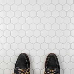 Shop for SomerTile 10.5x11-inch Victorian Hex Glossy White Porcelain Mosaic Floor and Wall Tile (10 tiles/8.02 sqft.). Get free delivery at Overstock - Your Online Home Improvement Shop! Get 5% in rewards with Club O! - 14984258
