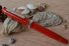 Pluma estilográfica Platinum President roja, acabados rodiados y plumín bicolor. Estilmania