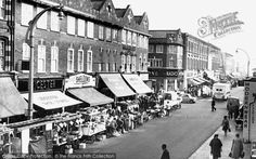 Fulham, North End Road 1964. Lived in Fulham 1967-1970 (as Warden of the Eighth Feathers Youth Club and again in 1970s-1980s as Area Social Worker with Notting Hill Housing Trust. Knew this Market well. So did my wife after we married.