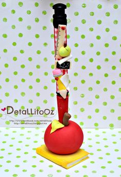 ♥♥DetallitoOz♥✿ Polymer Clay Pens, Polymer Clay Miniatures, Polymer Clay Projects, Hobbies And Crafts, Fun Crafts, Diy And Crafts, Teacher Appreciation Gifts, Teacher Gifts, Diy Crafts Phone Cases