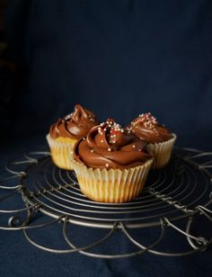 Geschwister Gezwitscher: Schokofrosting, chocolate frosting for cupcakes or fill a cake with it, Martha Stewart