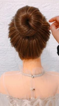 Meatball Head Hairstyles, 15 Cute and Easy Hairstyles Ideas for Girls - Meatball Head Ha Easy Hairstyles For Long Hair, Cute Hairstyles, Wedding Hairstyles, Long Hair Buns, Step Hairstyle, Beach Hairstyles, Easy Hair Buns, Wavy Hair, Diy Hair Bun