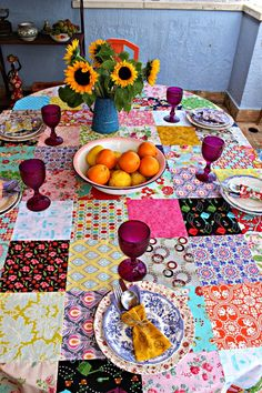 The most beautiful places in the houses are kitchens. Being hungry like a wolf and eating fast are among the habits. Everybody says to eat. They are asked to be delicious. They are asked to be less salt and sugar. Diy Craft Projects, Diy And Crafts, Sewing Projects, Quilted Table Runners, Patch Quilt, Mug Rugs, Table Covers, Artisanal, Quilt Patterns