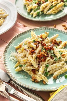 Crispy, smoky bacon adds a deliciously rich flavour to this pasta recipe. We've also added sour cream for a creamy and tangy kick! Gourmet Recipes, New Recipes, Cooking Recipes, Healthy Recipes, Pork Recipes, Hello Fresh Recipes, Hello Fresh Meals, Dinner Dishes, Lunches