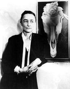 georgia o'keeffe and one of her skulls