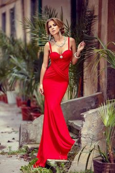 Atmosphere Fashion Fashion Face, Lady In Red, Ford, Dressing, Gowns, Formal Dresses, My Style, Women, Madame Red