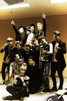 Find images and videos about kpop, exo and baekhyun on We Heart It - the app to get lost in what you love. Kpop Exo, Exo Chanyeol, Kyungsoo, Exo Group Photo, Group Photos, Exo Showtime, Exo 12, Exo Album, Kim Minseok