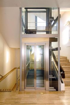 Staircase Design Modern, Modern Design, Glass Lift, House Lift, Elevator Design, Home Suites, Glass Elevator, Lift Design, Townhouse Designs